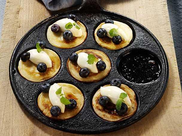 Plättar med blåbär och crème fraiche