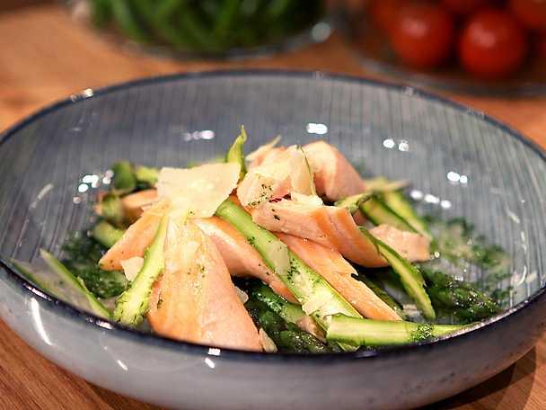 Pocherad lax med grön sparris och citronrisotto