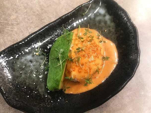 Pocherat ägg med avokado och kimchimajonnäs