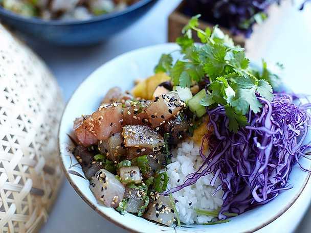 Poké bowl med tonfisk och papayasalsa