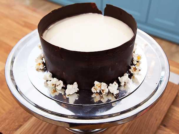 Popsnörets chokladmoussetårta med popcorn
