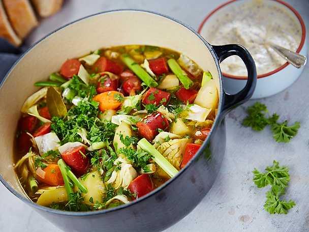 Pot au feu med rotfrukter, lök och kryddig lammkorv
