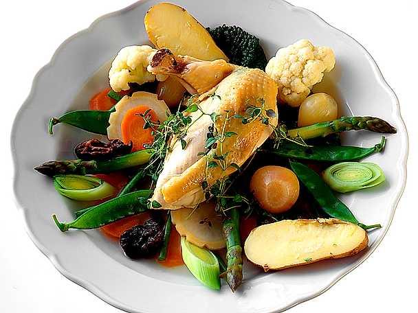 Pot-au-feu på kyckling och grönsaker