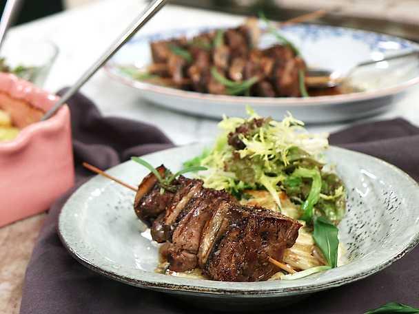 Potatis- och ramslöksgratäng med lammspett