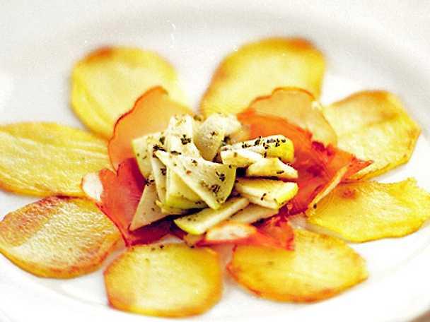 Potatisblomma med lufttorkad skinka