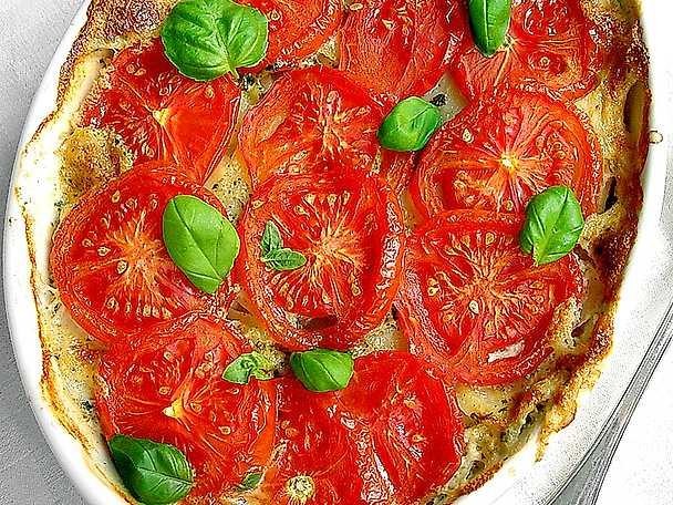 Potatisgratäng med buljong och tomater