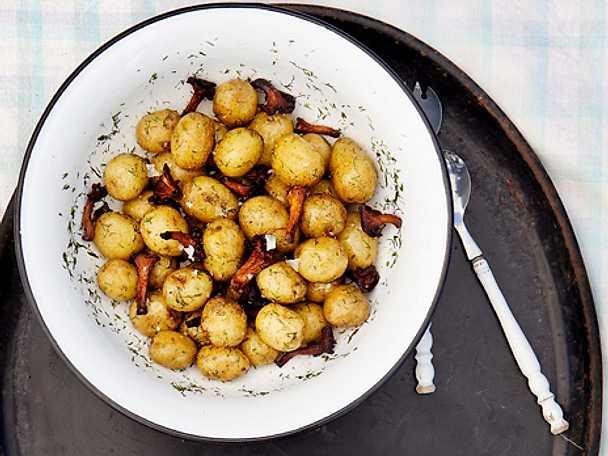 Potatissallad med brynt smör och kantareller