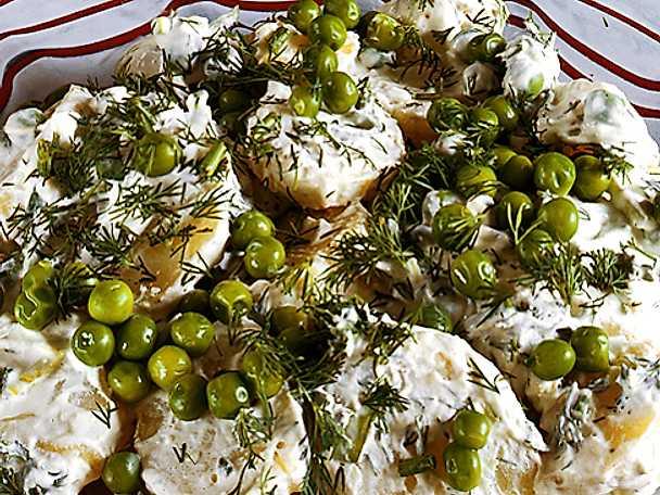 Potatissallad med gröna ärter