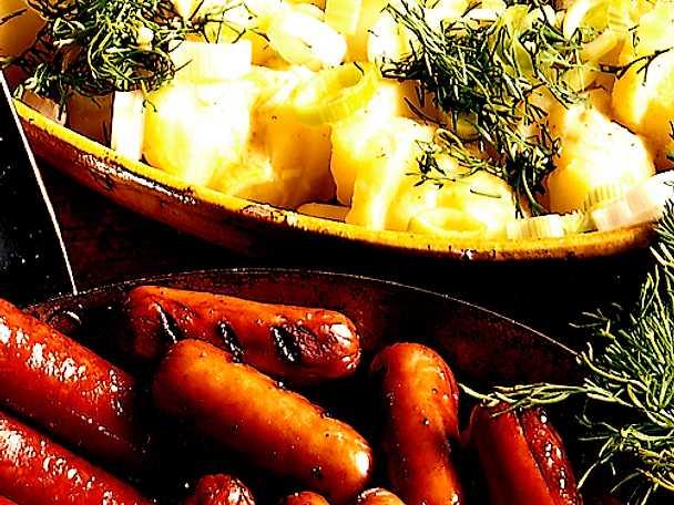 Potatissallad med korvbricka