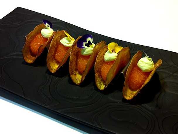 Potatistacos med löjrom och wasabi