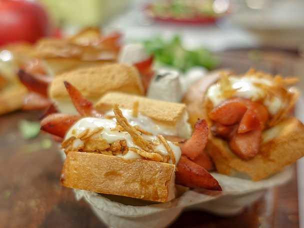 Prinskorv med bröd och tryffelmajonnäs