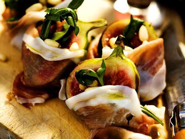Prosciutto med fikon, pinjenötter och rucula