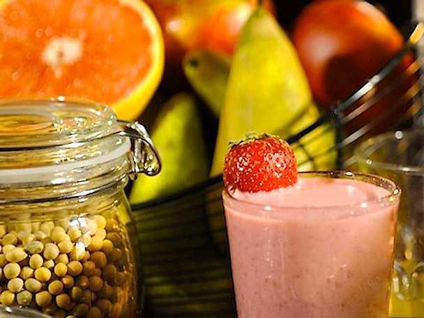 Proteindrink med sojamjölk och jordgubbar