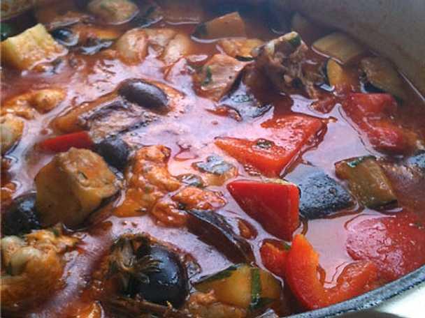 Provencalsk kycklinggryta med tomat, vitlök och vitt vin