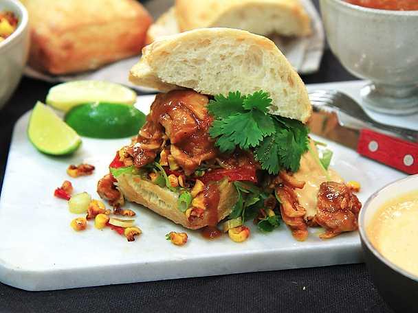 Pulled chicken med majssallad och chipotlemajonnäs