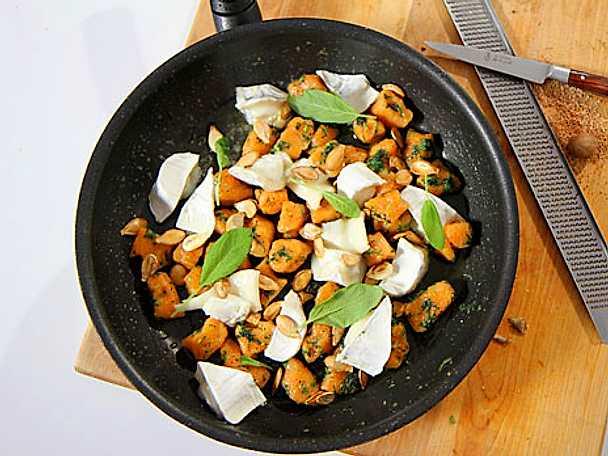 Pumpagnocchi med chèvre och salvia