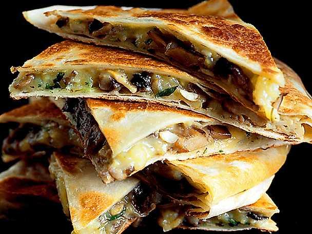 Quesadillas med grönsaker och black beans
