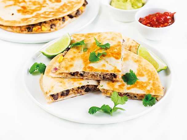 Quesadillas med sötpotatis och svarta bönor