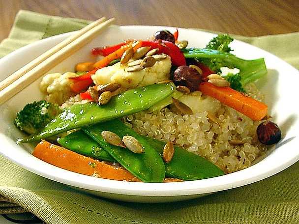 Quinoa med wokade thaigrönsaker