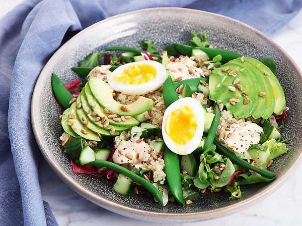 Quinoa- och avokadosallad med thousand island-dressing