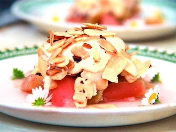 Rabarber med vanilj- och mandelparfait
