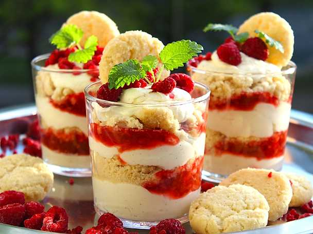 Rabarber- och halloncheesecake med drömkross