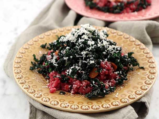 Råbiff med dijonmajonnäs och friterad svartkål