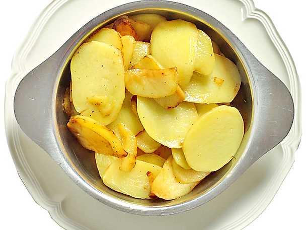 Råstekt skivad potatis