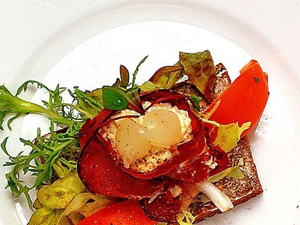 Renkött- och pepparrotsmörgås