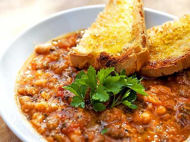 Ribollita - Grönsakssoppa med svartkål, cannellinibönor och bröd
