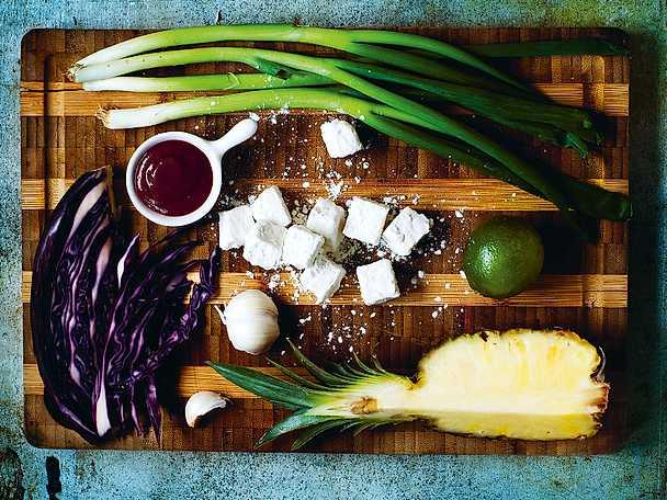 Rice bowl med sriracha, tofu och ananas