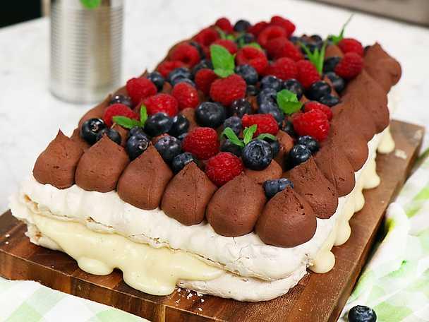 Rice krispies tårta med vaniljkräm och chokladfluff