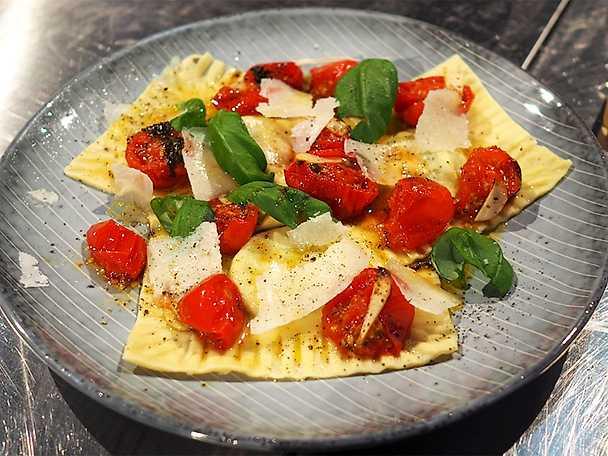 Ricottafylld pasta med ugnsrostade cocktailtomater