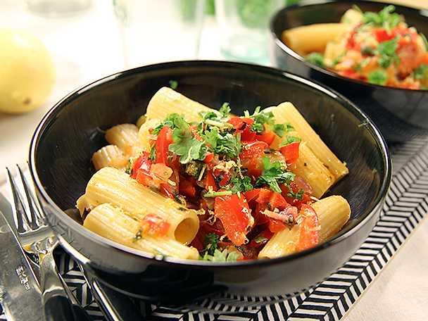 Rigatoni med paprika- och kaprissås