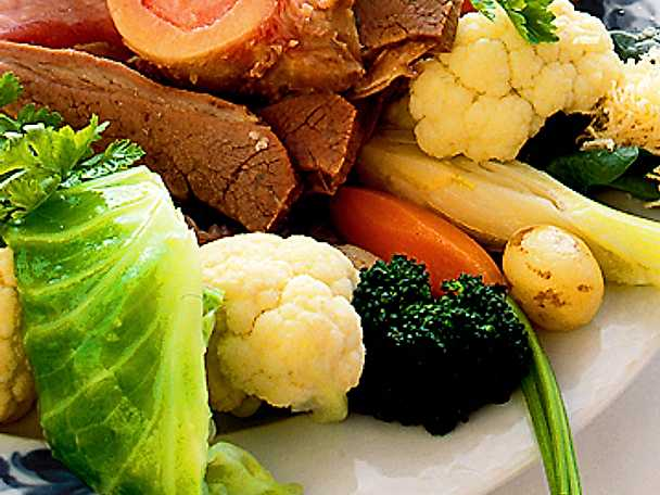 Rimmad fläsklägg med grönsaker