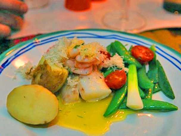 Rimmad vit fisk med färsk pepparrot