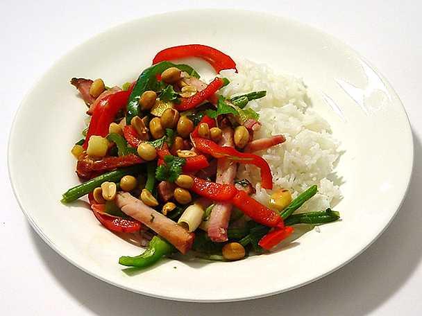 Ris med grönsaker och kassler