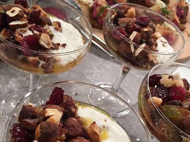 Risgrynsgröt med yoghurt, fikon och lönnsirap
