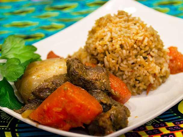 Riz gras med grönsaker och chilisås