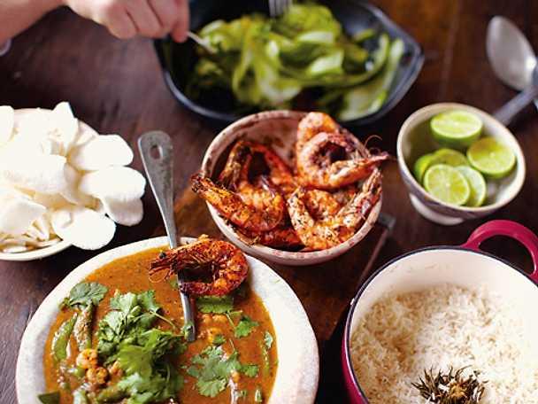 Röd curry med räkor och papayatallrik