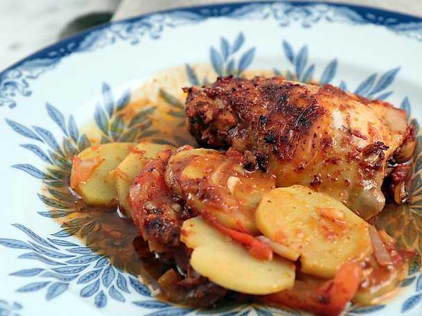 Röd kyckling i ugn - hela middagen på en plåt