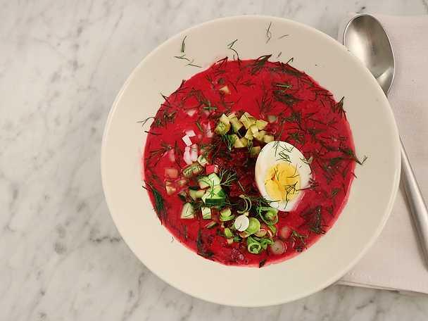 Rödbetssoppa med krispiga grönsaker