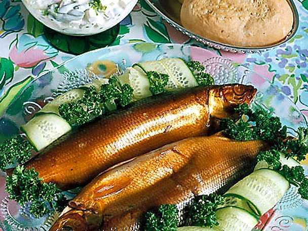 Rökt fisk med legymsallad
