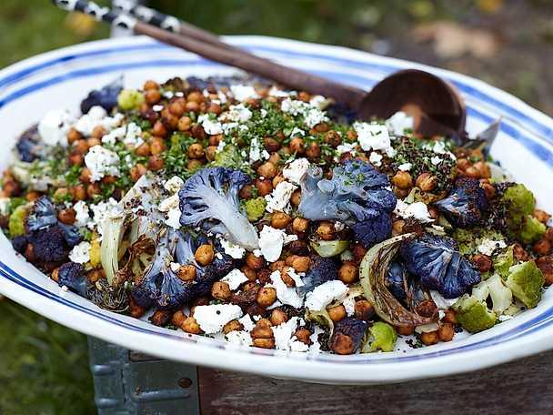 Rostad blomkålssallad med quinoa och fårost