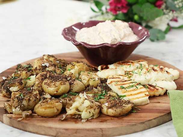 Rostad krossad potatis med grillad halloumi