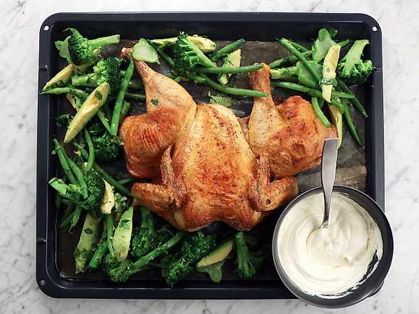 Rostad kyckling med primörsallad och sesamsås