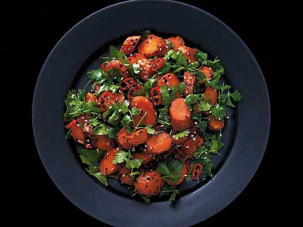 Rostad morot med sesam, koriander, chili och lime