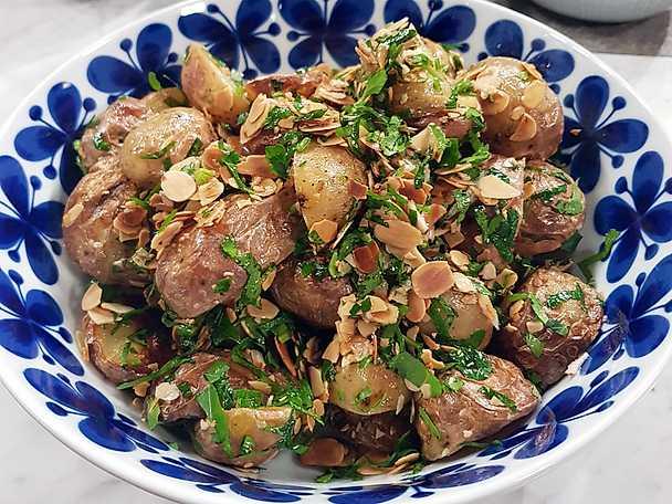 Rostad potatis med mandel och persilja