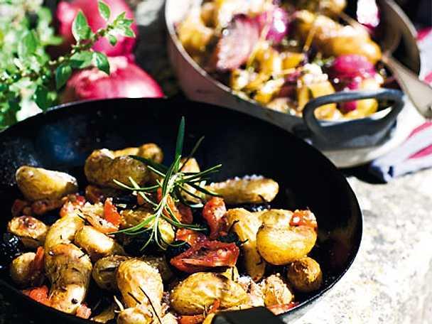 Rostad potatis med sardeller och tomater