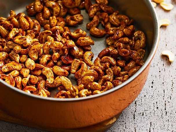 Rostade cashewnötter med kanel och kardemumma